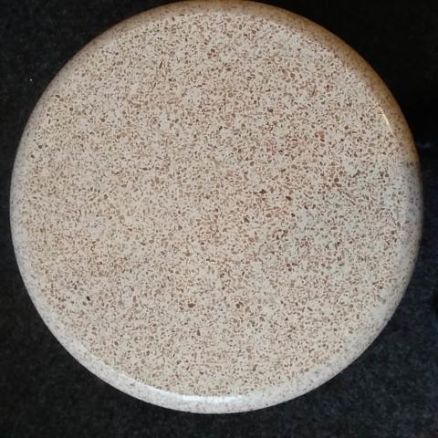 okrugli kameni-stol-terac
