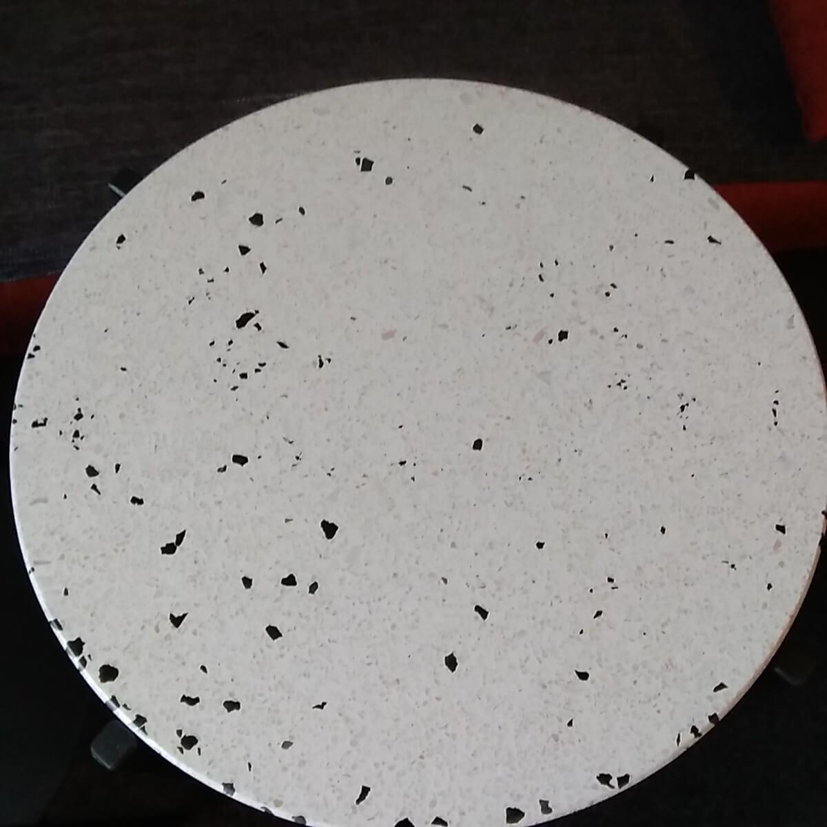 kameni okrugli-stol-klesar-Prusa terac